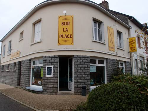 Sur la Place : Apartment near Béganne
