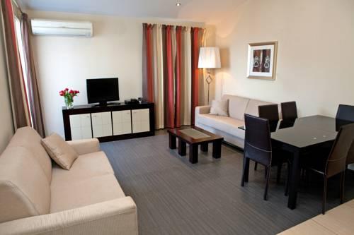 Appart'Hôtel La Villa Carnot Cannes : Guest accommodation near Cannes