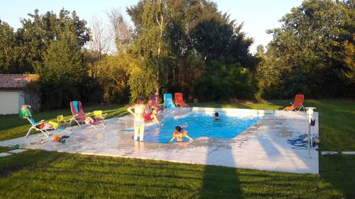 Chez Isa et Jeff : Bed and Breakfast near Aiguillon