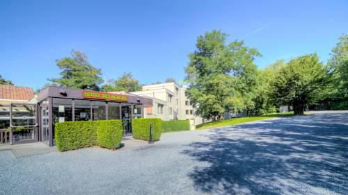 Logis Hôtel Restaurant Des Acacias : Hotel near Bousbecque