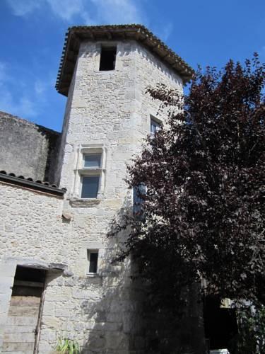 Chambre d'Hôtes La Tour de Brazalem : Bed and Breakfast near Nérac
