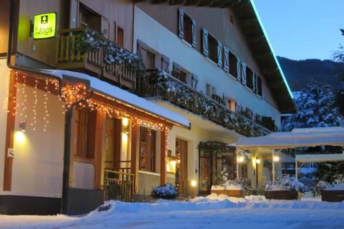 Hotel-Restaurant Spa Les Peupliers : Hotel near Saint-Sauveur
