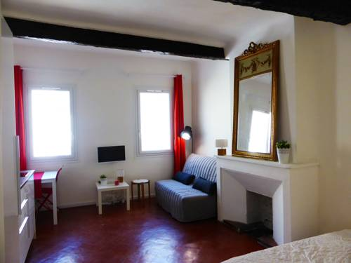 Charmant Studio plein centre : Apartment near Aix-en-Provence