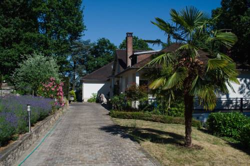 La Demeure des Tilleuls : Bed and Breakfast near Le Plessis-Robinson