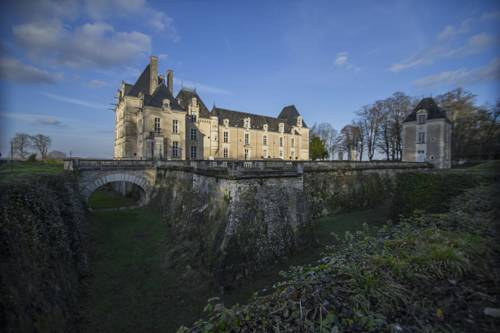 Chateau De Jalesnes : Guest accommodation near Cuon