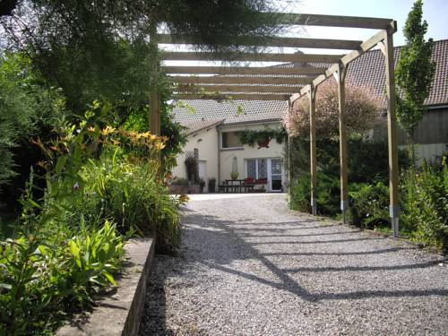 Domaine de la Pommeraie : Bed and Breakfast near Herlin-le-Sec