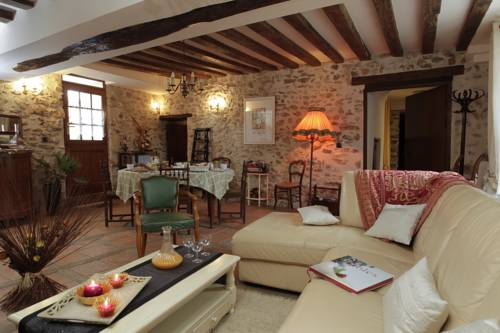 Ferme Historique Jean De La Fontaine : Bed and Breakfast near Marchais-en-Brie