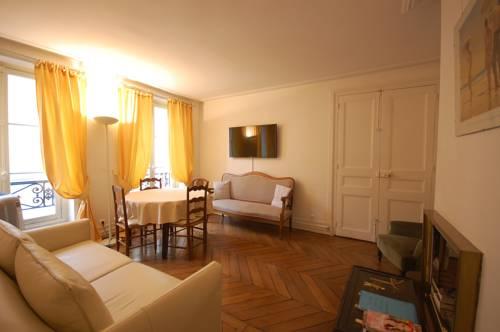 2 Bedroom Apartment Louvre Museum : Apartment near Paris 1er Arrondissement