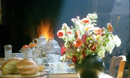 La Grange de Coatélan : Bed and Breakfast near Le Cloître-Saint-Thégonnec