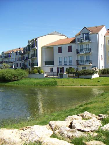 Apartment Berges : Apartment near Bailly-Romainvilliers