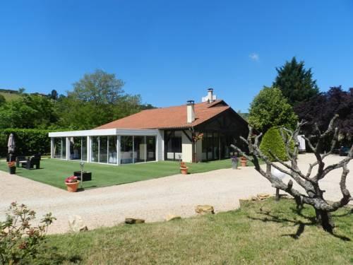 Domaine des Pierres Dorées : Guest accommodation near Dième