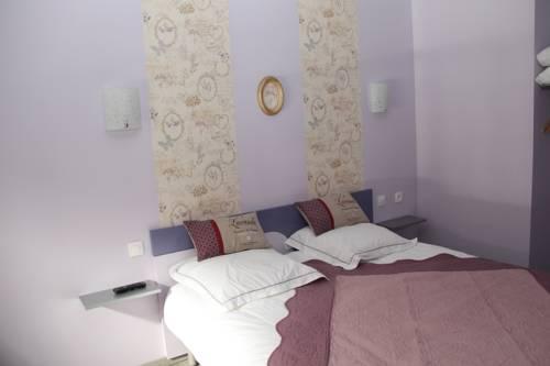 Sous Le Figuier : Bed and Breakfast near Eydoche
