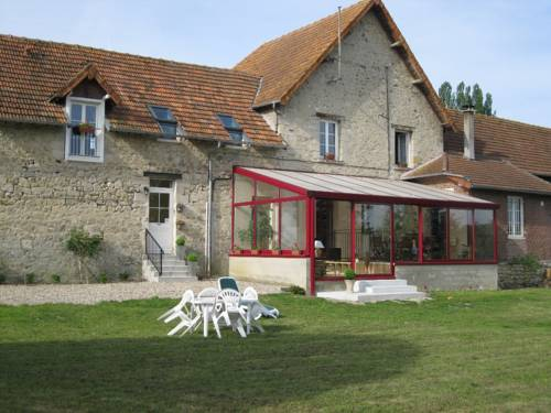 Au Jardin Fleuri : Guest accommodation near Servais