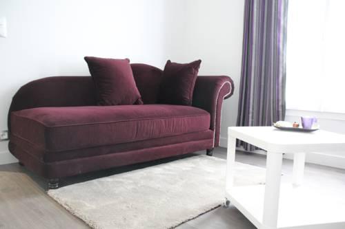 Cosy Apparts Suresnes La Défense : Guest accommodation near Suresnes