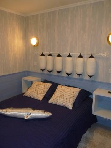 Auberge de l'écureuil : Guest accommodation near Longvilliers