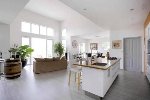 Villa entre mer et montagne : Guest accommodation near Courmes