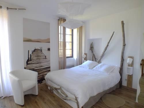 La Maison de la Tour : Hotel near Massoins