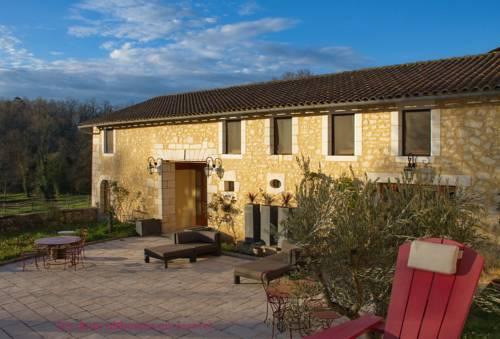 Gîtes Les Deux Abbesses en Vert : Guest accommodation near Gout-Rossignol