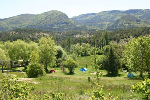 Camping des Catoyes : Guest accommodation near Étoile-Saint-Cyrice