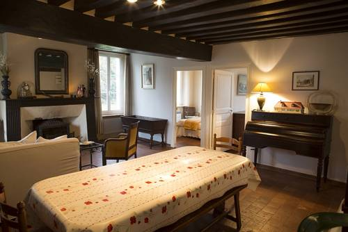 Le Relais du Lion d'Or : Guest accommodation near Aillant-sur-Milleron