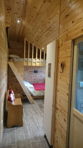 le chalet de la ferme du tertre : Guest accommodation near Auberchicourt