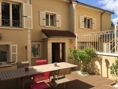 Villa Marie Charlotte : Apartment near La Celle-Saint-Cloud