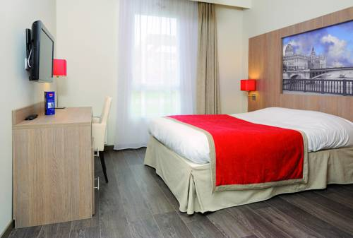 Residhome Paris-Guyancourt : Guest accommodation near Saint-Lambert