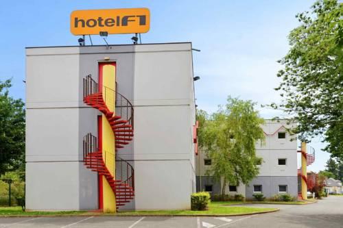 HotelF1 Moulins Sud : Hotel near Chapeau