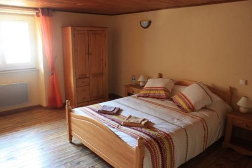 Chambre d'hôtes Les Blaches : Bed and Breakfast near Roiffieux