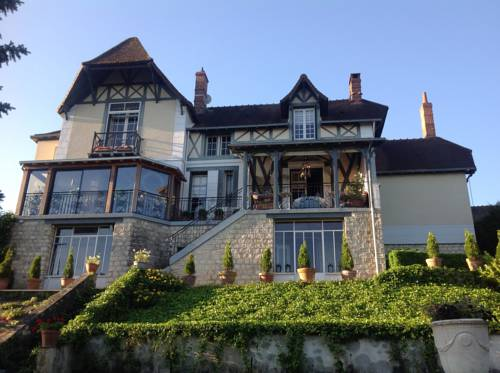 Chateau Beau Soleil : Bed and Breakfast near Luant
