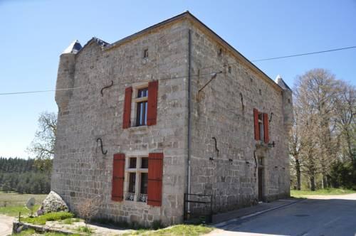 Manoir du Grail : Bed and Breakfast near Saint-Jeure-d'Andaure