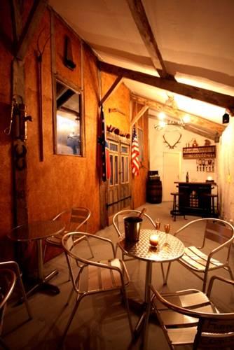 Naturist Hotel Peyraille : Guest accommodation near Saint-Blancard
