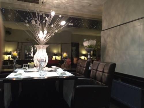 Hotel Restaurant Les Arcades : Hotel near Aulnoy-lez-Valenciennes