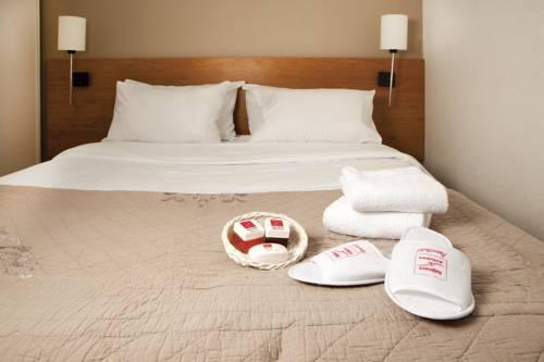 Séjours & Affaires Pantin Charles De Gaulle : Guest accommodation near Bobigny