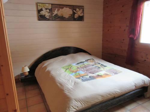 Les chalets de Jade : Bed and Breakfast near Dessia