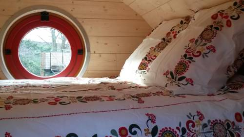 Les Gîtes de l'Ecole Buissonnière : Guest accommodation near Grenay