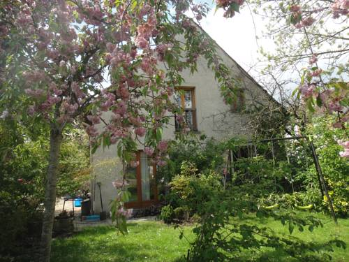 La Cour des Jardins : Guest accommodation near Gretz-Armainvilliers