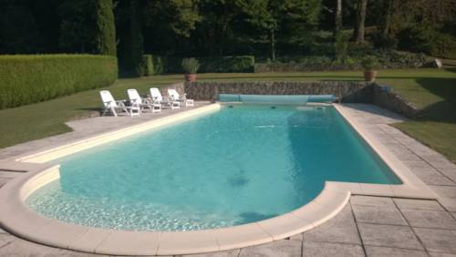 Manoir 1807 avec piscine privée : Guest accommodation near Roiffieux