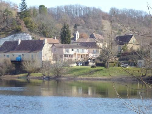 Hôtel-Restaurant Côté Rivage : Hotel near Badefols-sur-Dordogne