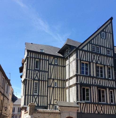 Logis Saint Eloi : Apartment near Rouen