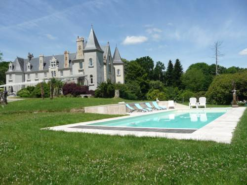 Château de KERVOAZEC : Bed and Breakfast near Laz