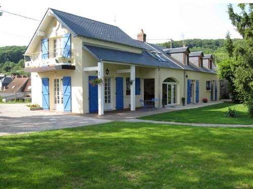 Chambre d'hôtes La Chatelière : Bed and Breakfast near Arzembouy