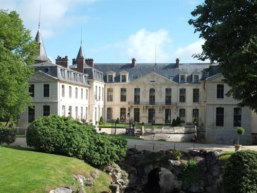 Château d'Ermenonville : Hotel near Rouvres