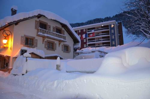 Relais Mont Jura Adults Only : Bed and Breakfast near Farges