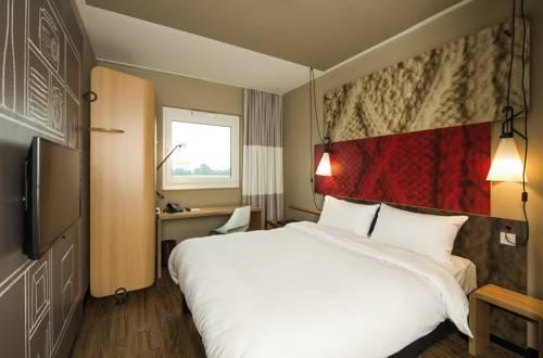 Ibis Cambrai : Hotel near Aubencheul-au-Bac
