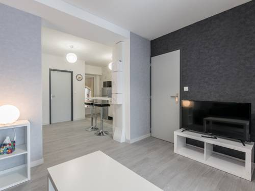 Appart Hôtel Bourgoin : Apartment near Sérézin-de-la-Tour