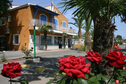 Camping Les Salisses : Guest accommodation near Vias