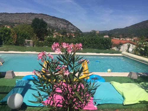 La Demeure : Guest accommodation near Saint-Paul-de-Jarrat