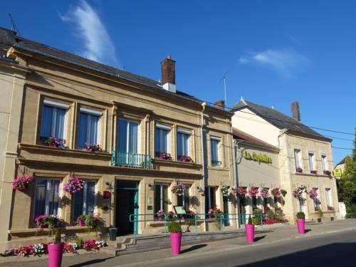 Logis La Sapinière : Hotel near Sommauthe