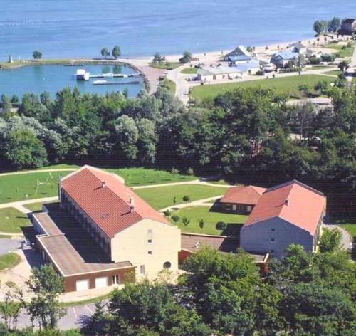 Hôtel Vallée Bleue : Hotel near Montagnieu